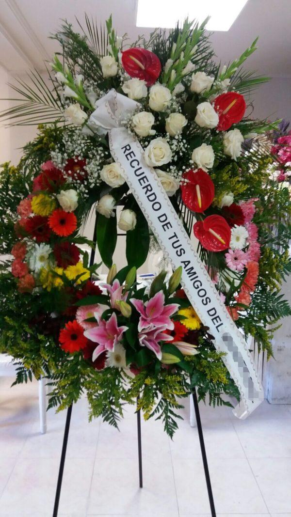 Corona Funeraria Con Rosas, Antorium y Lilium