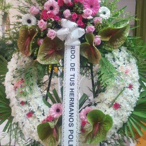 Corona Funeraria Claveles con Centro De Rosas y Gerberas Lilas