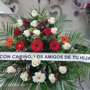 Centro Funerario de rosas blancas, Gerberas rojas y margaritas blancas