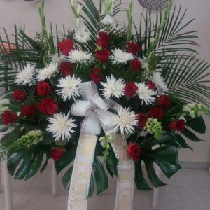 Centro funerario Margaritas y Rosas rojas