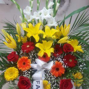 Centro funerario Lilium amarillo y Gerberas de colores