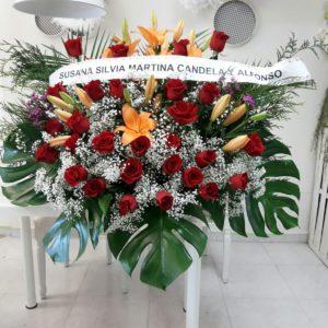 Centro Funerario de Rosas rojas, Lilium naranja y tulipanes