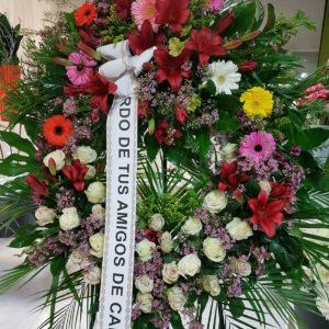 Corona Funeraria con Gerberas de Colores y Lilium