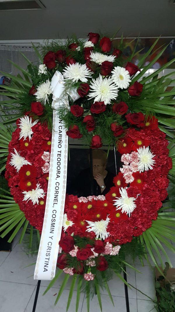 Corona Funeraria de Claveles, Anastasias y Rosas