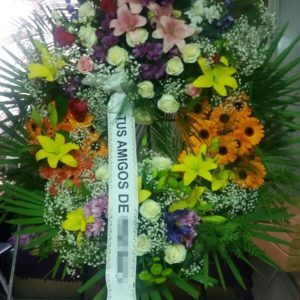 Corona Funeraria Con Flores Variadas