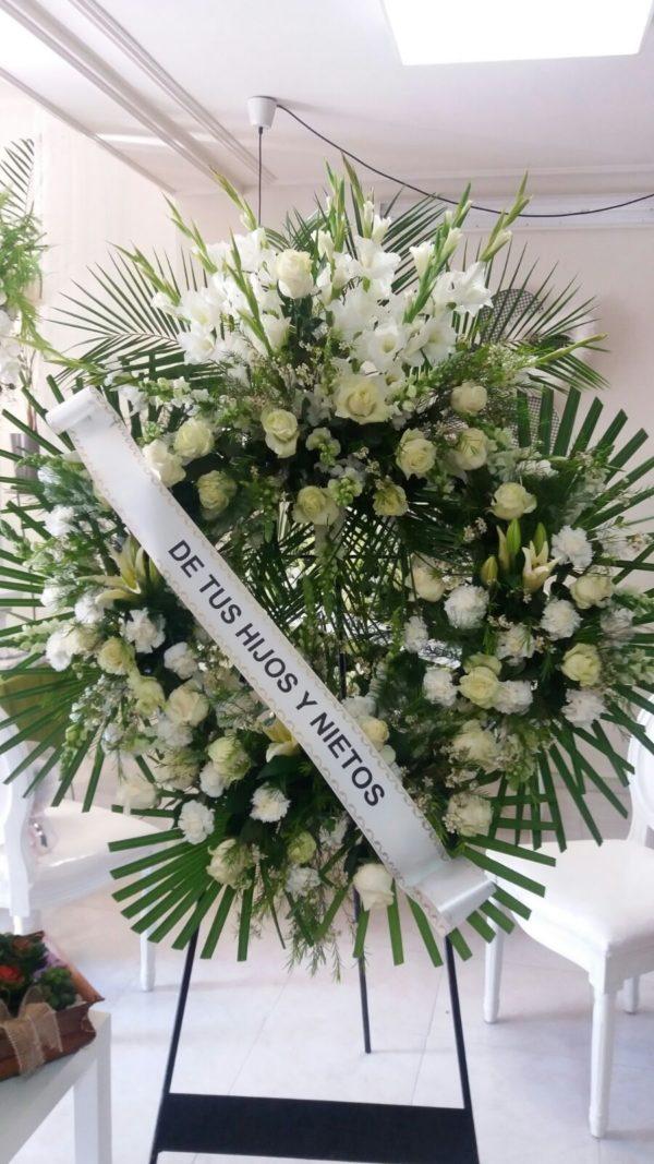 Corona Funeraria de Rosas Variadas