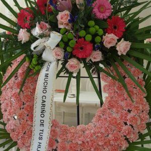 Corona Funeraria de Rosas Rosas y Centro de Flores Varias