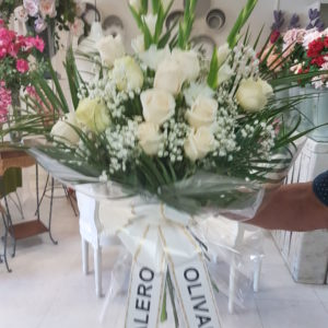 Ramo Mortuorio Rosas Blancas